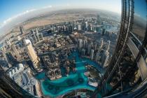 Projektion_Platz_5_F_Baumgart_Dubai_oder_was_kostet_die_Welt