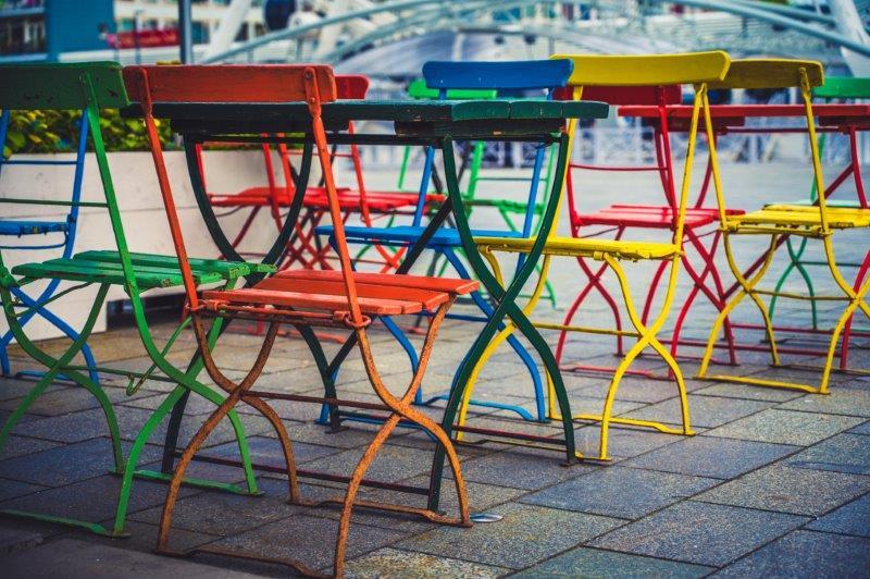 012_2EB097-RGGB-Stühle