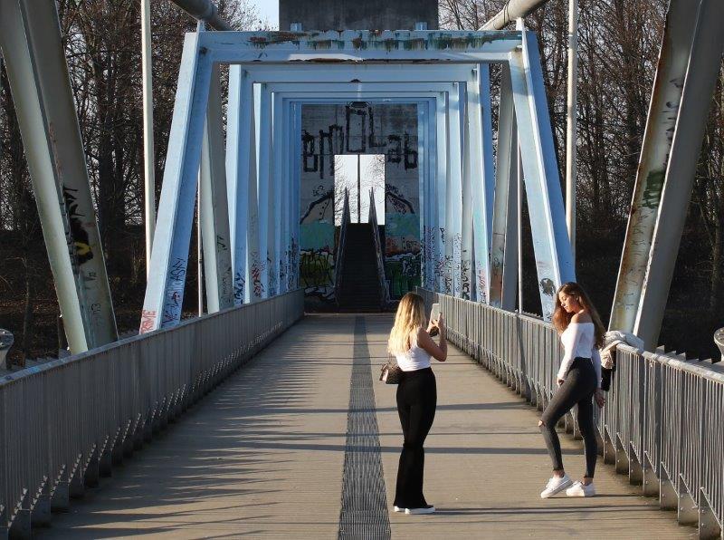 A1SD088-Auf-der-Brücke